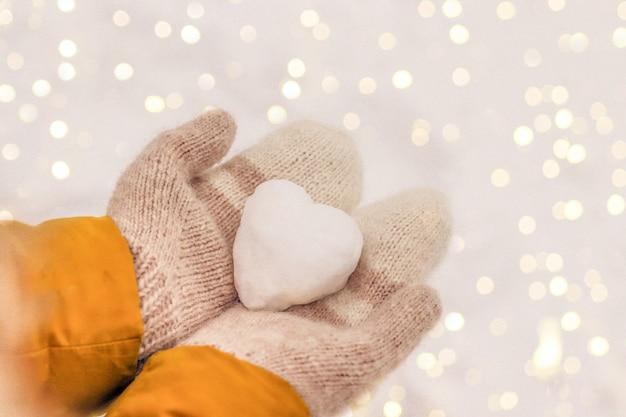Happy valentijnsdag poster met hart sneeuw