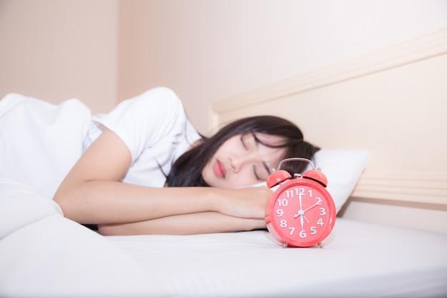 Hard werken, zelfs 's morgens in bed, is de sleutel tot succes