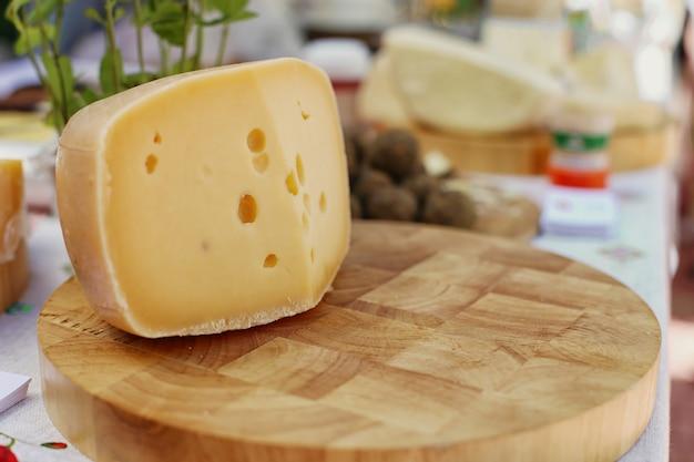 Harde kaas, zelfgemaakt.