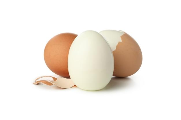 Hardgekookte eieren geïsoleerd op wit
