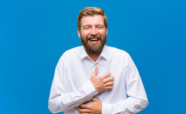 Hardop lachen om een hilarische grap, je gelukkig en opgewekt voelen, plezier maken