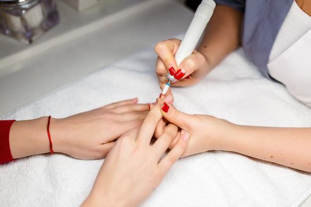 Hardware behandeling van nagels, manicure.