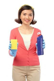 Hardwerkende huisvrouw poseren voor fotografie