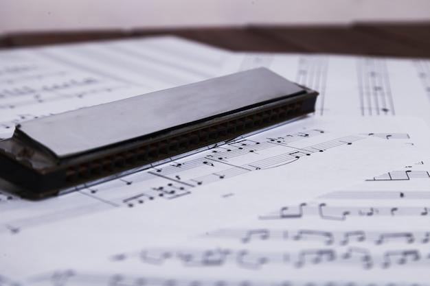 Harmonica op bladmuziek