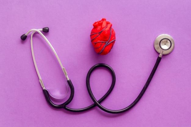 Hart en behandeling op violet