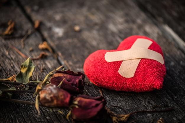Hart gebroken, liefde en valentijnsdag concept.