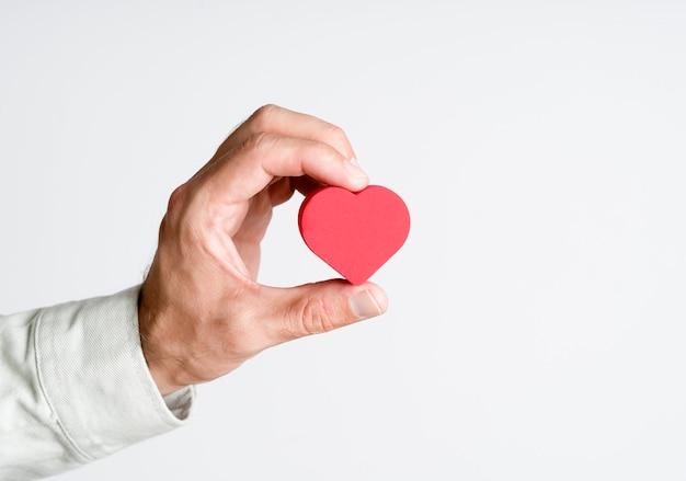 Hart in de hand doneren liefde gezondheid en geneeskunde concept hoge kwaliteit foto