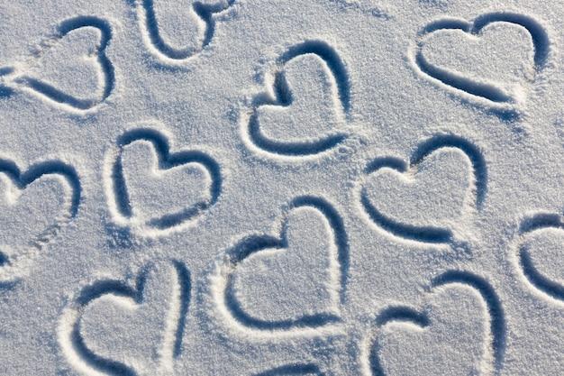 Hart in de sneeuw