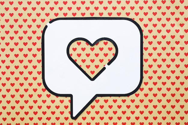 Hart in het pictogram van de bellentoespraak op lijst met hartpatroon