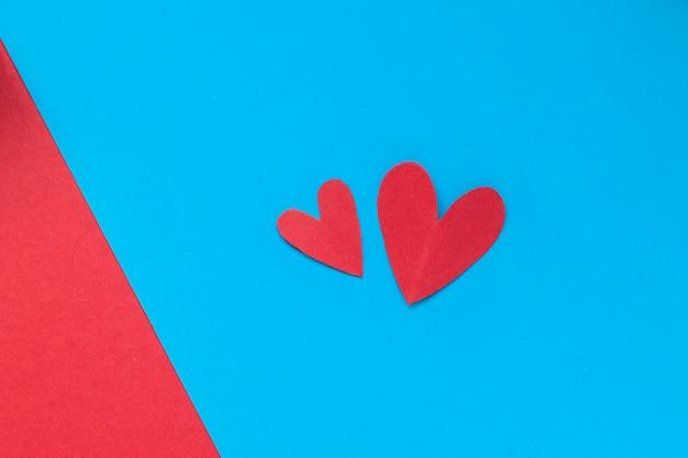 Hart op blauwe achtergrond