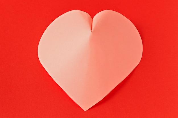 Hart op een rode achtergrond