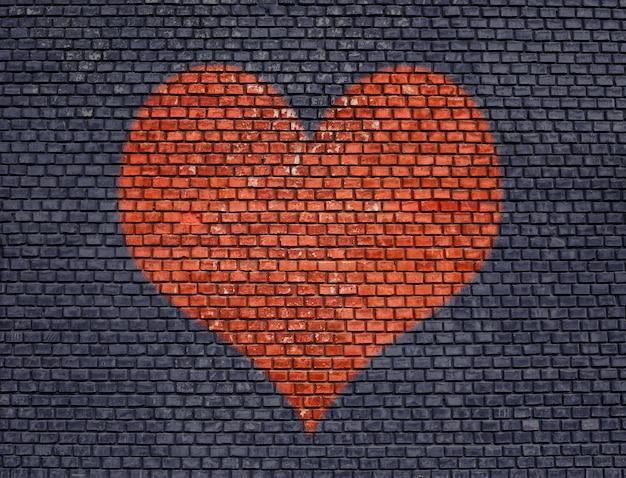 Hart op oude bakstenen muur