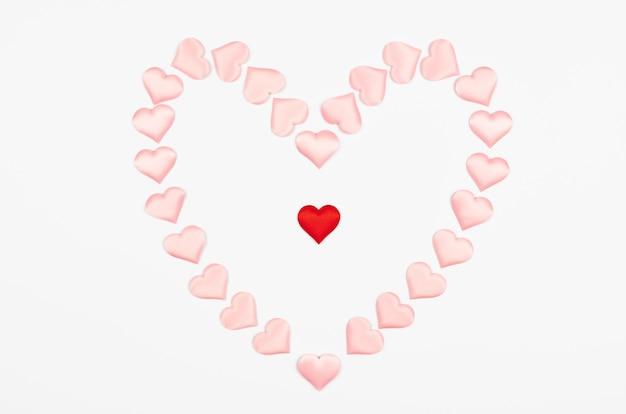 Hart van harten. valentijnsdag hart, symbool van liefde concept. geïsoleerde witte achtergrond.