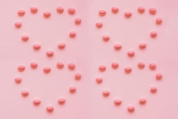 Harten gemaakt van snoepjes