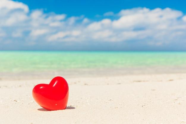Harten met tropisch strand in de maldiven