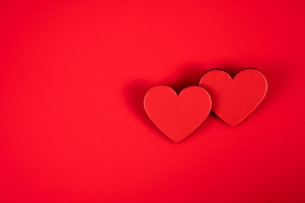 Harten op een rood