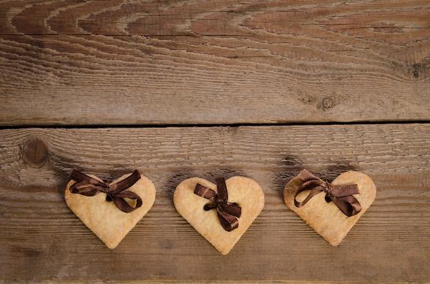 Hartkoekjes op houten