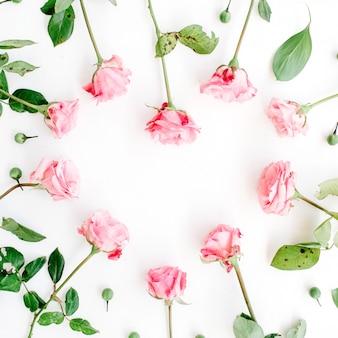 Hartsymbool gemaakt van roze rozen als achtergrond voor valentijnsdag