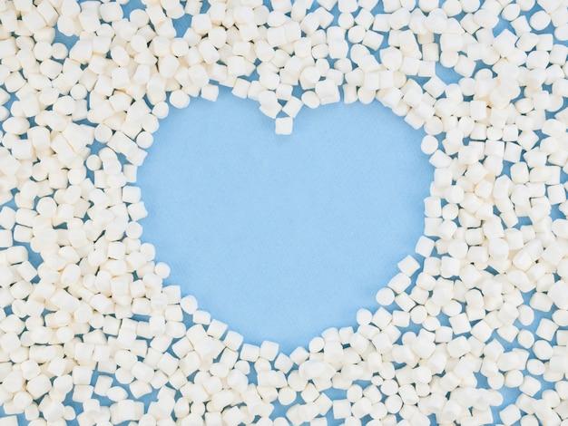 Hartvorm omringd door snoepjes