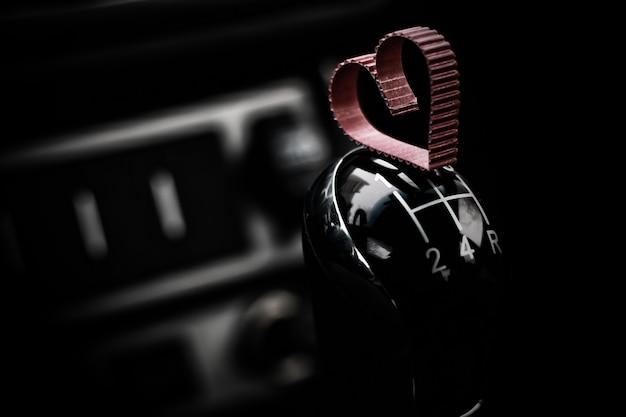 Hartvorm op handgeschakelde versnellingsbak in de auto