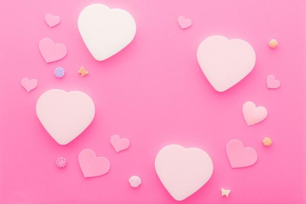 Hartvorm op roze papieren achtergrond voor liefde en gelukkige valentijnsdag met kopie ruimte.