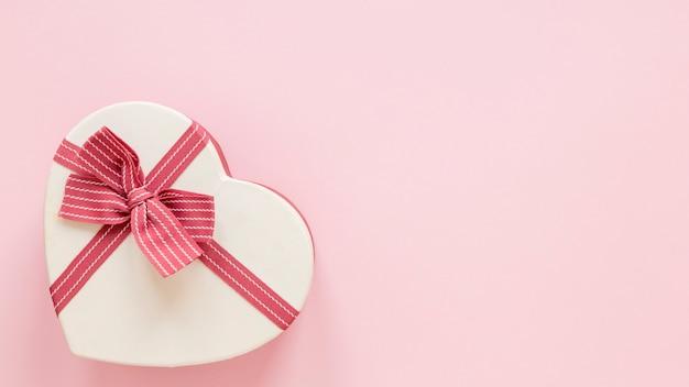 Hartvormig geschenk voor valentijnskaarten