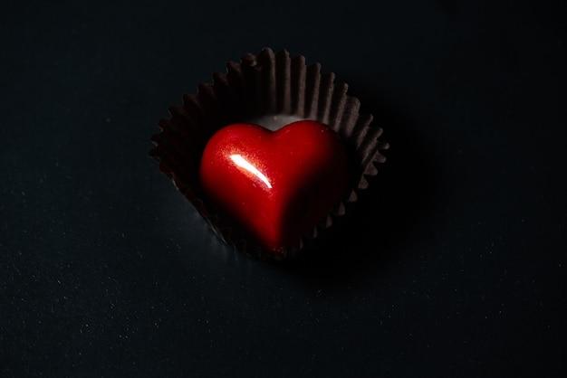 Hartvormige chocolade snoepjes voor valentijnsdag geschenk