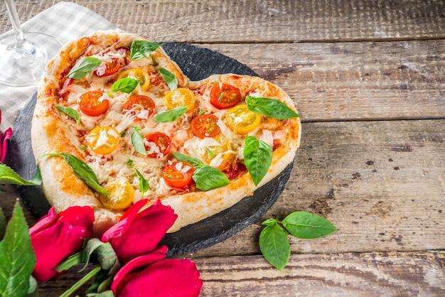 Hartvormige pizza voor valentijnsdag