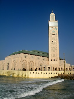 Hassan ii-moskee is een moskee in casablanca