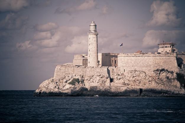Havana. uitzicht op het fort el moro en de vuurtoren