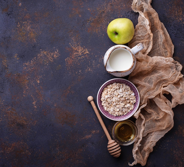 Haver, melk, honing en appel.