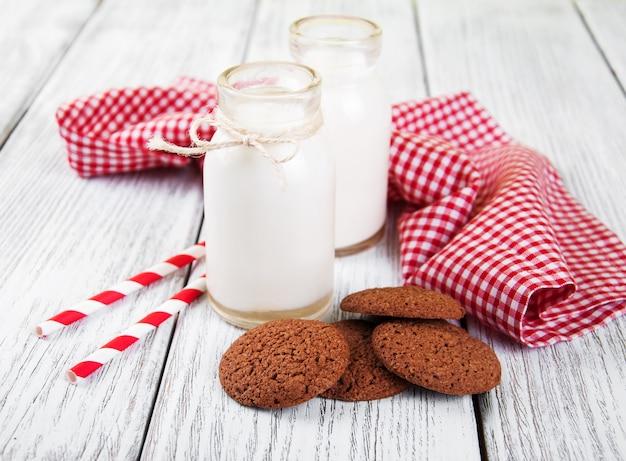 Havermoutkoekjes en flessen melk