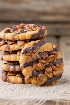 Havermoutkoekjes met hazelnoten en chocolade.