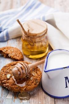 Havermoutkoekjes met honing en melk
