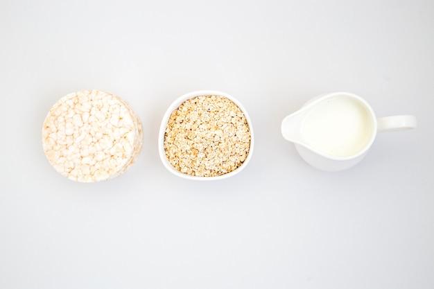 Havervlokken met melk knäckebröd