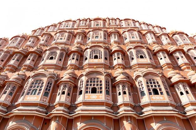 Hawa mahal-paleis in jaipur rajasthan india op witte achtergrond wordt geïsoleerd die.