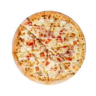 Hawaiiaanse pizza die op een wit wordt geïsoleerd