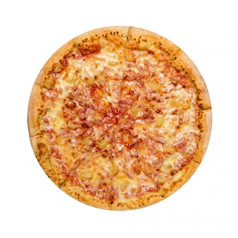 Hawaiiaanse pizza die op een witte achtergrond wordt geïsoleerd. Premium Foto