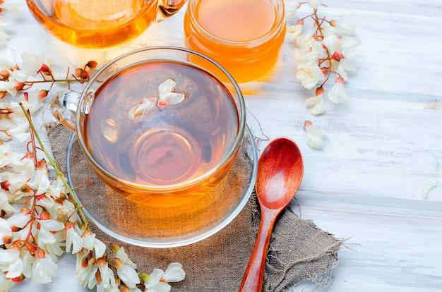 Healing acacia kruidenthee en bloemen