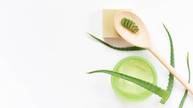 Healthy spa concept en aloë vera en lepel