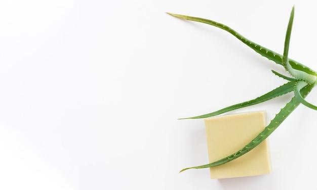 Healthy spa concept en zeep met aloë vera