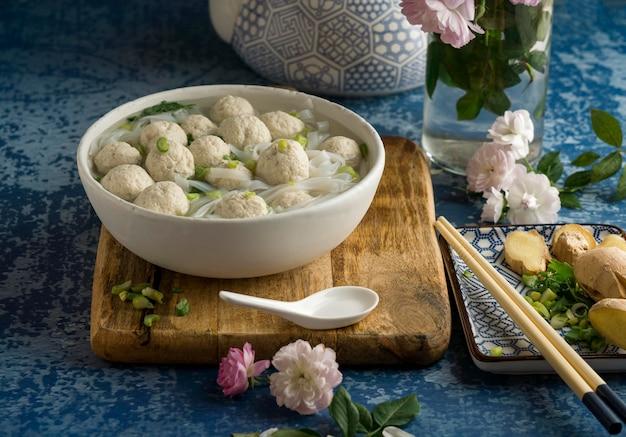 Heerlijk bakso bowl assortiment