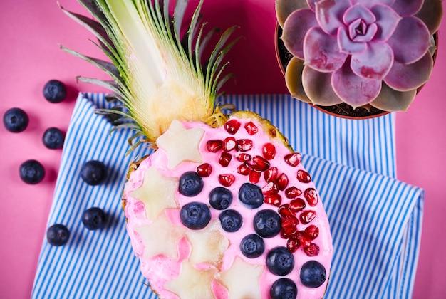 Heerlijk dessert gemaakt van ananas