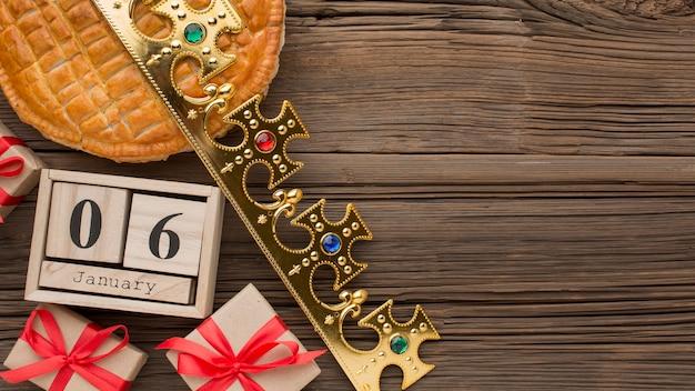 Heerlijk epiphany-taartdessert 6 januari kopie ruimte Premium Foto