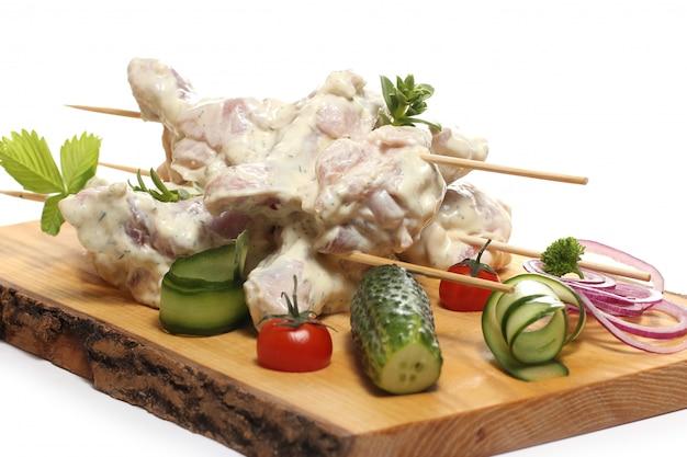 Heerlijk eten op een houten bord