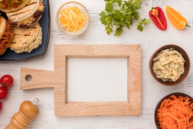 Heerlijk eten op houten tafel