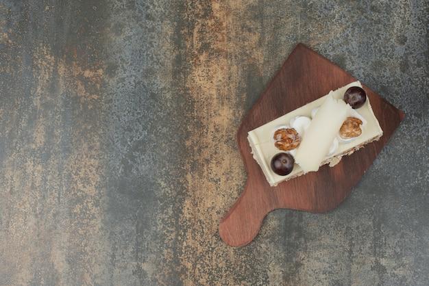 Heerlijk fluitje van een cent op een houten bord