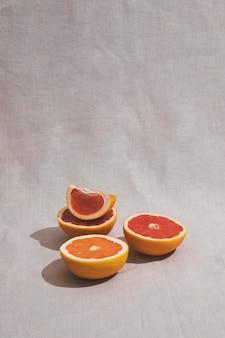 Heerlijk grapefruit arrangement met hoge hoek