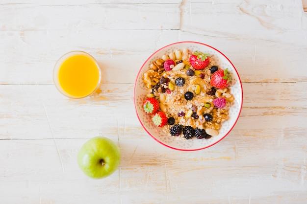 Heerlijk ontbijt geserveerd op tafel