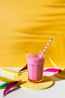 Heerlijk smoothieglas met rietje